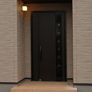 桧家住宅で建築した「田舎でゼロから始まる新築一戸建」の玄関