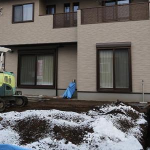 80坪の土地に建坪20坪の二階建の新築一戸建を建てた外構工事