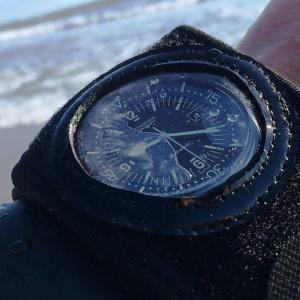 「こういうものを探していた!」腕時計やスマートウォッチを保護するプロテクター「Watch suit VR」なら装着したまま操作もできる