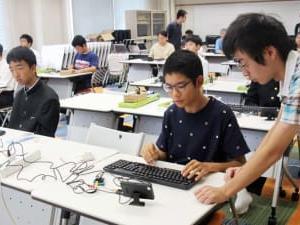 中学生10人 プログラミング学ぶ 佐世保高専で