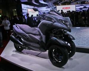 ヤマハ、ミドルクラスの3輪バイク『トリシティ300』をミラノショー前に世界初公開。陸のドローンもお披露目