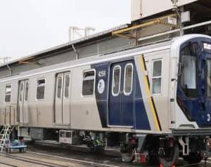 ニューヨーク地下鉄、カワサキ製の新車両をお披露目