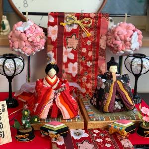 コンパクトで可愛い雛人形が我が家にやってきたのでひな祭りに向けて飾ってみた