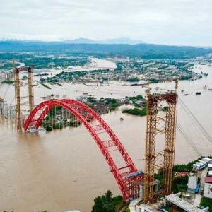 動画「楽山大仏さまも大洪水難」