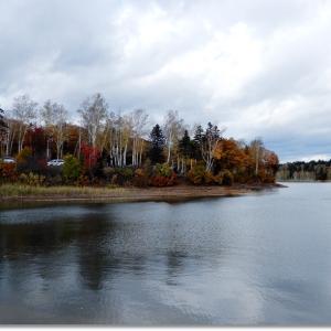 曇り空の朱鞠内湖