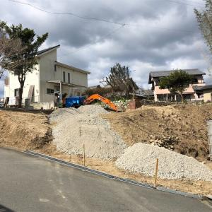 坂道砕石敷き