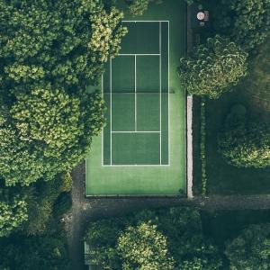 スイス、テニスの練習再開!