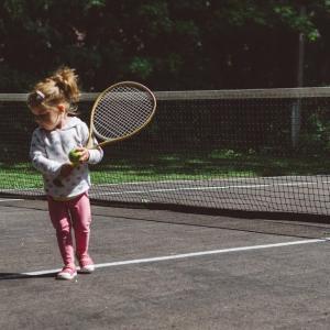 子どもが「テニスのプロ選手になりたい!」と言い出した時の、競技テニス歴無しの親が取るべき対応。