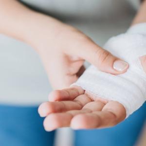 テニスのけがと対処法-子どもがけがした時に、役立つサイト。