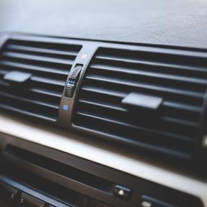 車のエアコンが冷えない・効かないのは何が原因?【おすすめの対策方法5つご紹介】