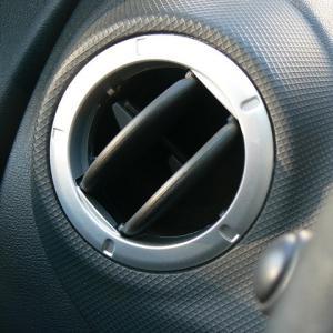 車のエアコンが臭い!?【異臭の原因や対策、費用についてご紹介】