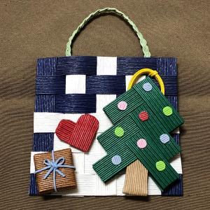 クリスマスの壁飾り♪(大人気ツリー※を利用して)【紙バンド・エコクラフト手芸】