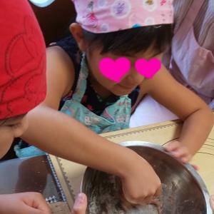 【夏休みレッスンレポ】生地をこねるのも楽しかった~!パンってこうやって作るんだ!