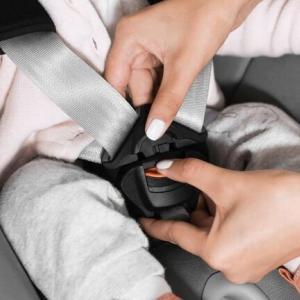 【ニュース】イタリア 子供の車内放置で死亡事故が起こったイタリア、即座に放置すると警報がなる装置を義務化