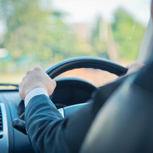 【コラム】政府は 高齢者が安全に車を運転できる社会に「サポカー」