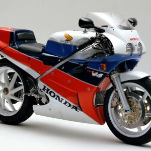 【バイク】ホンダ 「VFR750R(RC30)」のリフレッシュプランを発表 部品の再生産と販売もスタート
