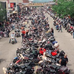【ニュース】 米中西部 バイク愛好家25万人集結へ、訪問者にマスク着用を求めない方針、感染拡大恐れ