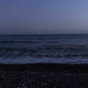 夜の海でかくれんぼ