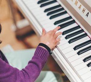 ヤマハクラビノーバの電子ピアノを買いました♪