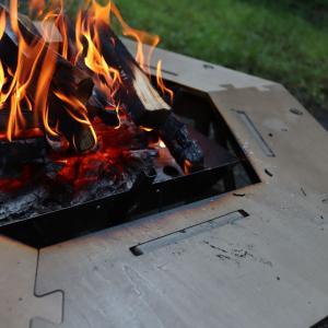 【キャンプ道具】おしゃれでコスパよし!ハイランダーの新作!ヘキサゴンテーブル