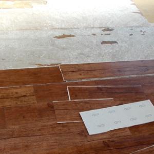 床貼り フロアタイルの問題点