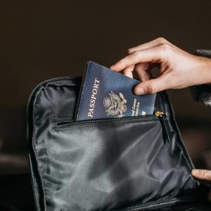 海外の大使館・領事館でパスポートを取得するとレアな表記のパスポートがもらえる