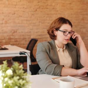 【英会話】ビジネスの電話シーンで使える英語フレーズ