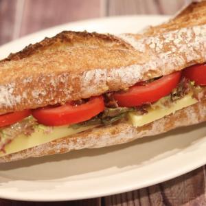会社ランチバゲットサンド化計画『トマトチーズ編』 #パン #お昼
