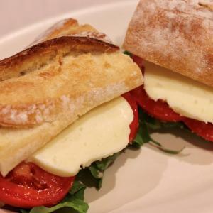 もっちり,,,『おこっぺ有機モッツァレラチーズ』で作るバゲットサンド