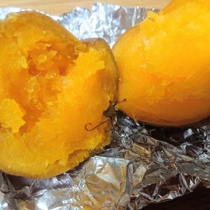 人生初の「安納芋」を食べてみた話と、秋刀魚と猫