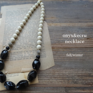 """新作「""""ラッピングboxにてお届け"""" onyx&ecru necklace  (オニキスとエクリュビーズのネックレス) 」"""
