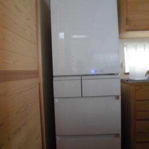 新しい冷蔵庫が到着しました。21年前のものとの違いは?