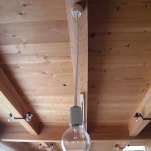 【家】白熱電球からLEDクリア電球へ?