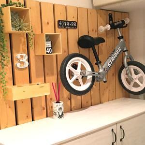 狭い玄関をDIY!板壁の作り方とストライダーを壁掛けする方法