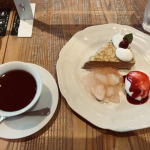 Afternoon Tea(アフターヌーンティー)の40周年記念アールグレイのミルクレープ 白桃ジュレ添え
