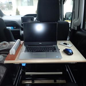 ヴォクシー車中泊テーブルを設置してみました
