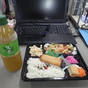 昼飯を食べながら…