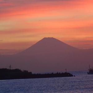 夕焼け小焼けの富士の山