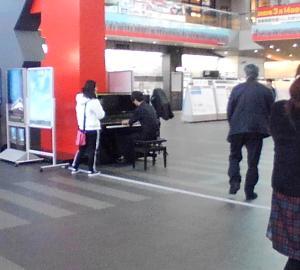 高松駅にピアノ