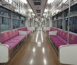 通常ではあり得ない北九州モノレール最終列車の車内