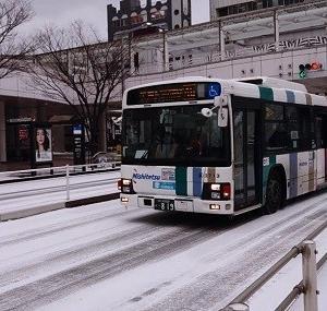 雪の小倉駅バスセンター