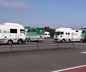 小倉競馬場の日本馬匹輸送馬運車