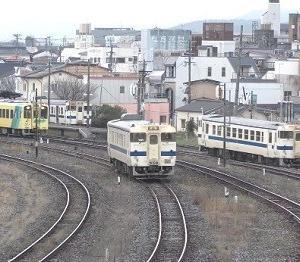 三線同時発車がダイヤ改正で消えます。田川後藤寺駅