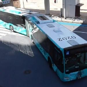 西鉄バス特快25番連節バス小倉0202上から撮ってみた