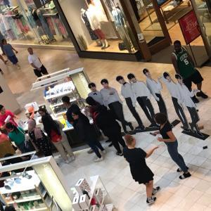 モールの行列の理由