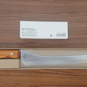 燕三条のパン切りナイフとトリパスプロダクツのクサビ