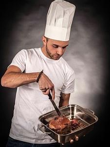 料理人はここが違う!!肉と魚の塩を振る〝タイミング〟の違いについて