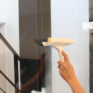 ガラス掃除にはこれが一番!!無印良品のスキージーでガラスの拭き掃除♡【サンワカンパニークアドロ】のお手入れ