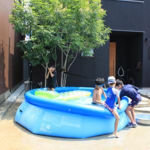 大人も楽しめる!INTEXの家庭用大型プール〜気になる水道代と満水までの時間