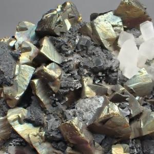 尾太の黄銅鉱 Chalcopyrite from Oppu